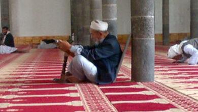 صورة المكث في المسجد